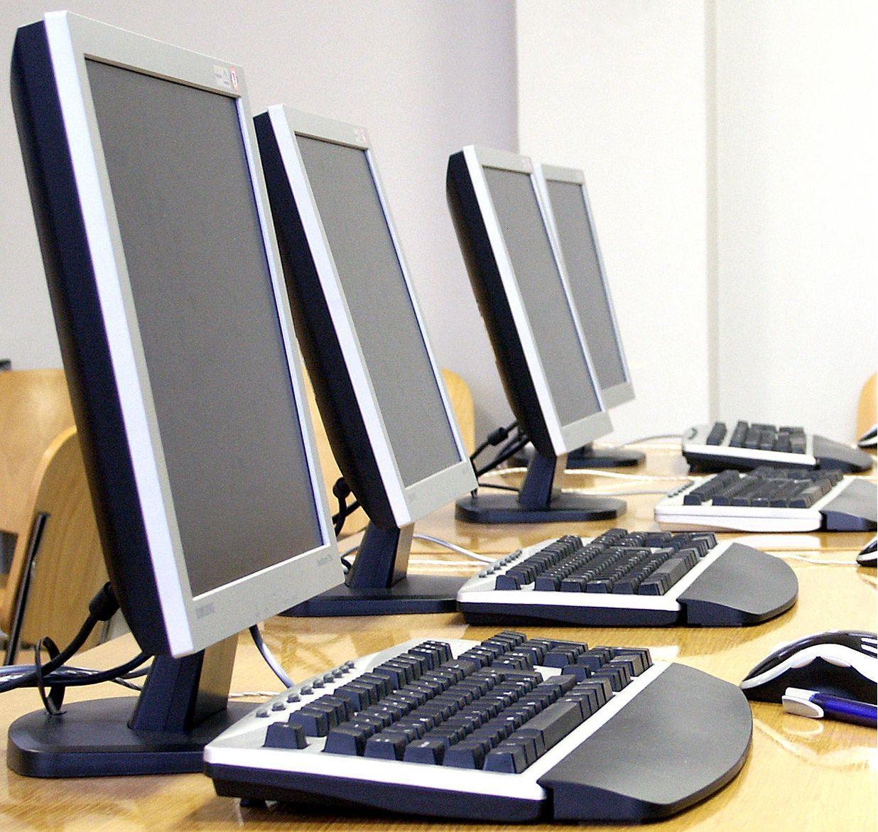 Тонкости техники безопасности при работе с компьютерными устройствами в офисе