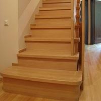Какую лестницу выбрать для частного дома