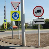 Знаки дорожного движения – обязательные элементы автомагистралей