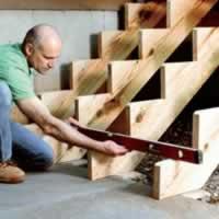 Меры безопасности при установке и эксплуатации межэтажных деревянных лестниц