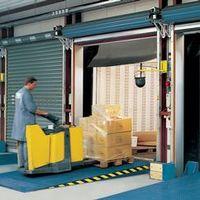 Меры безопасности при работе со складским оборудованием уравнительная платформа