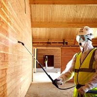 Меры безопасности при строительстве дома из оцилиндрованного бревна защищаем древесину от пожара