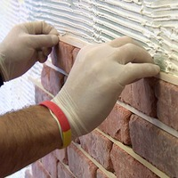 Техника безопасности при отделке стен искусственным камнем