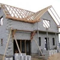 Из чего недорого построить теплый долговечный дом
