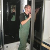 Техника безопасности при замене двери в душевой кабине