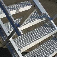 Безопасные лестницы прессованный настил