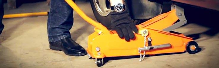 Техника безопасности при работе с автомобильными домкратами