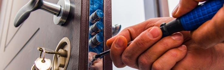 Техника безопасности при замене дверного замка