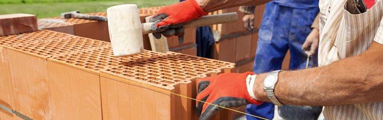 Безопасность при строительстве дома из керамических блоков