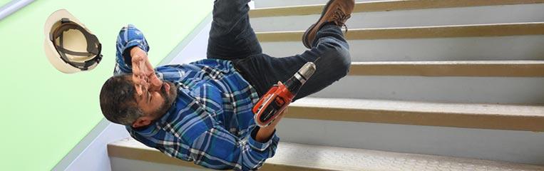 Безопасная эксплуатация лестниц: ограждения, перила, поручни